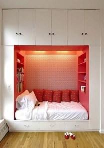 Stunning bookshelves ideas for bedroom decoration 39