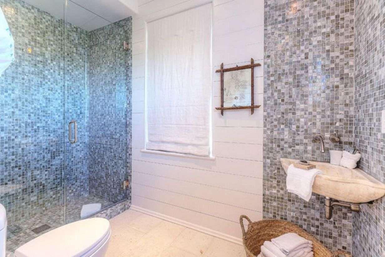 Stunning mosaic tiled wall for your bathroom 27