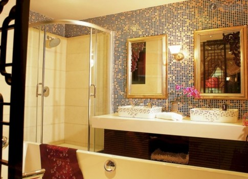 Stunning mosaic tiled wall for your bathroom 33