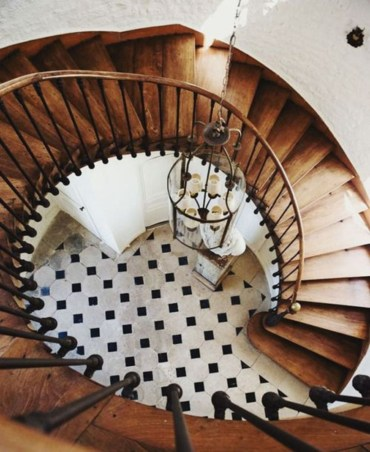 Ways to decorate with chandelier over the stairs 04