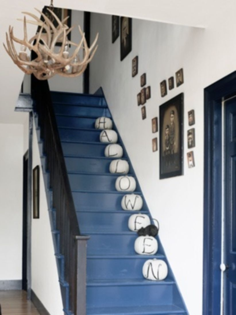 Ways to decorate with chandelier over the stairs 06