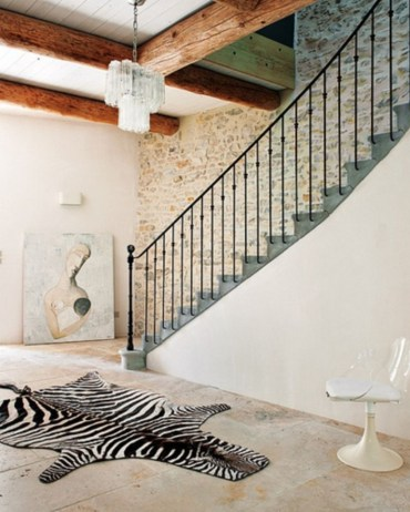 Ways to decorate with chandelier over the stairs 45