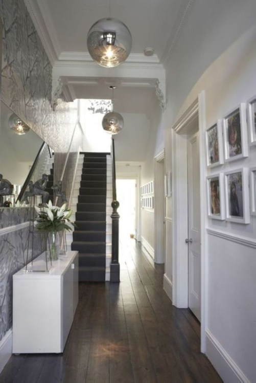 White wall and picture frames in hallway decorating ideas 04