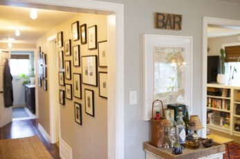 White wall and picture frames in hallway decorating ideas 14