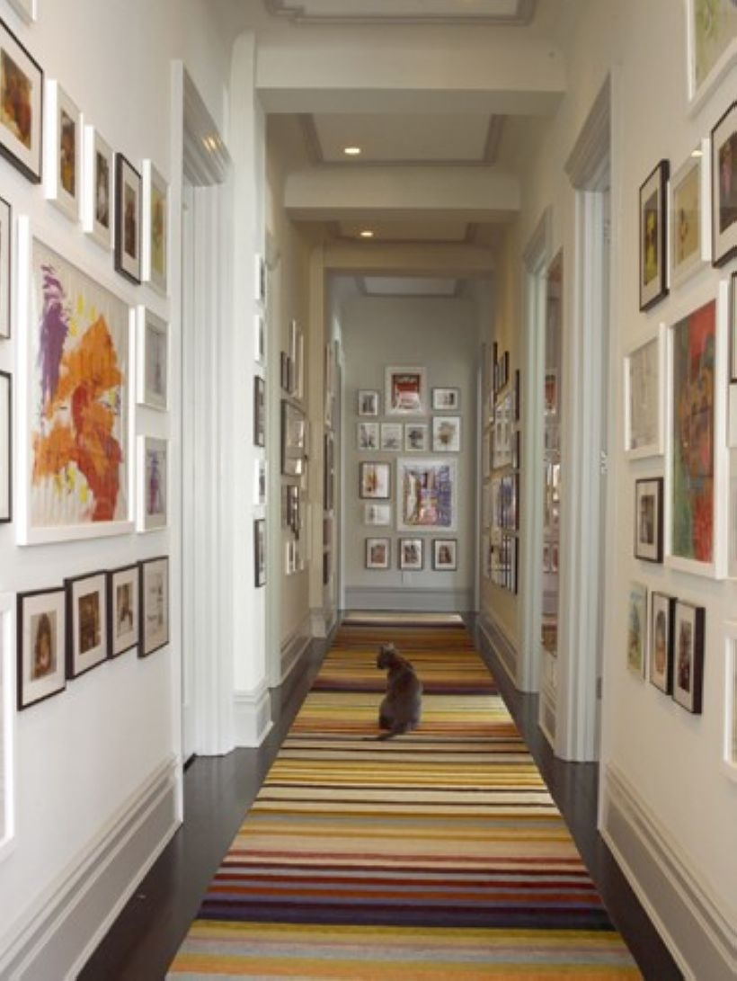 32 White Wall And Picture Frames In Hallway Decorating