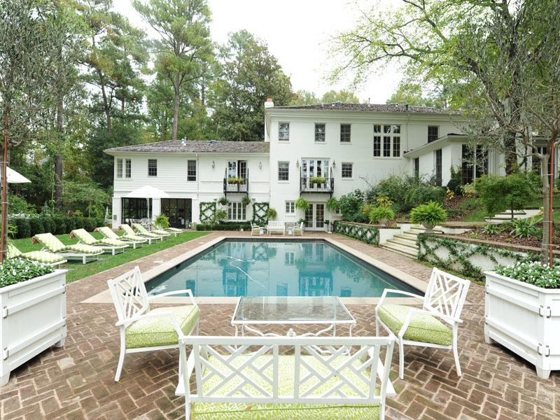 10. classic style swimming pool