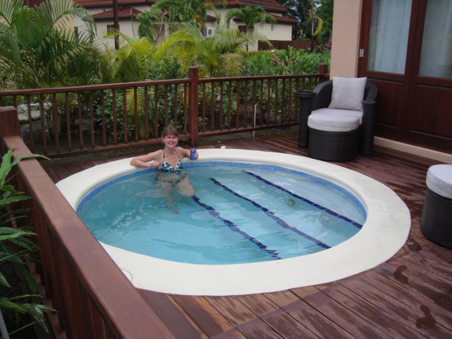 7. cute rounded pool