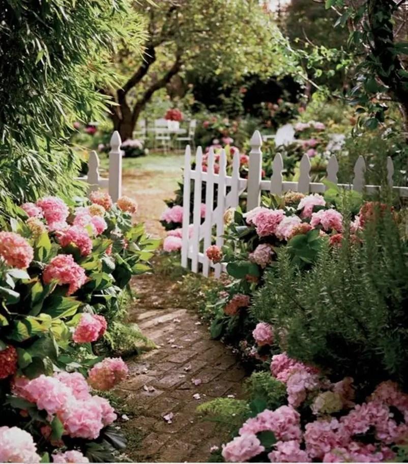 Shabby chic garden 8