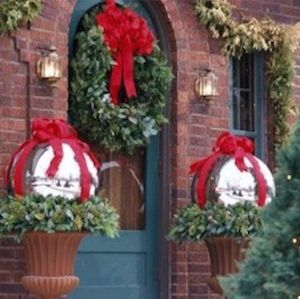 Adorable christmas porch décoration ideas 31