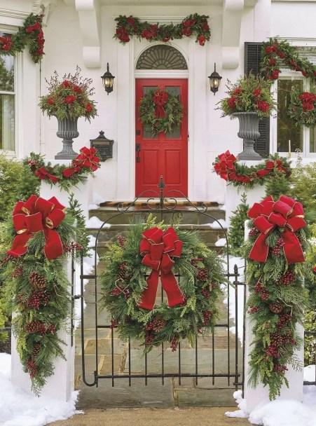 Adorable christmas porch décoration ideas 44