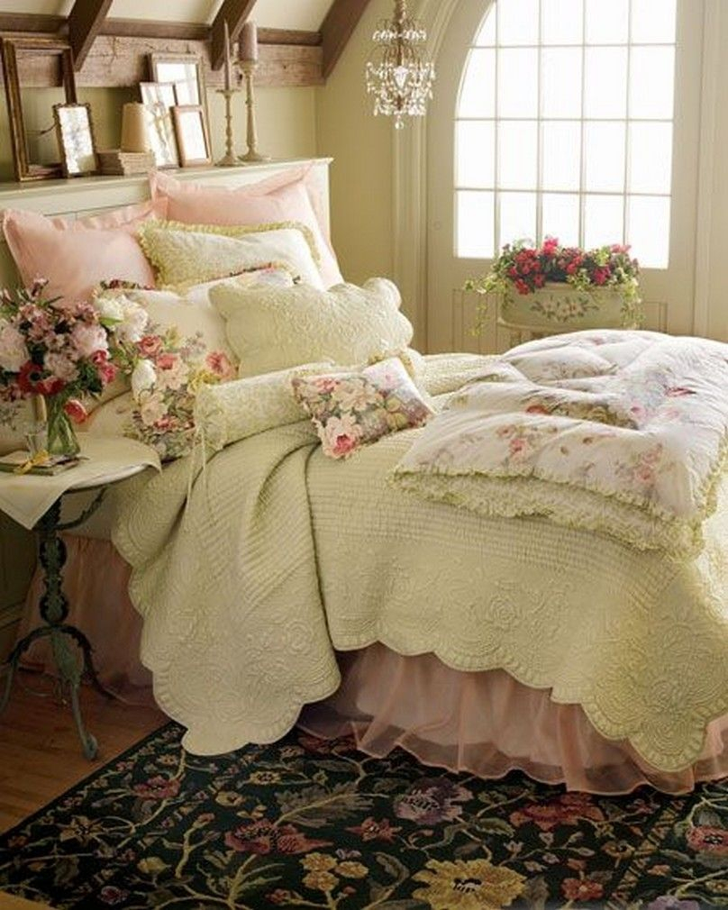 Classic and vintage farmhouse bedroom ideas 13