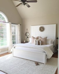Classic and vintage farmhouse bedroom ideas 21