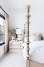 Classic and vintage farmhouse bedroom ideas 27