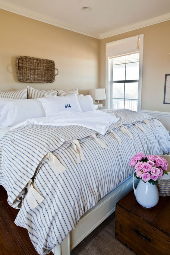 Classic and vintage farmhouse bedroom ideas 28