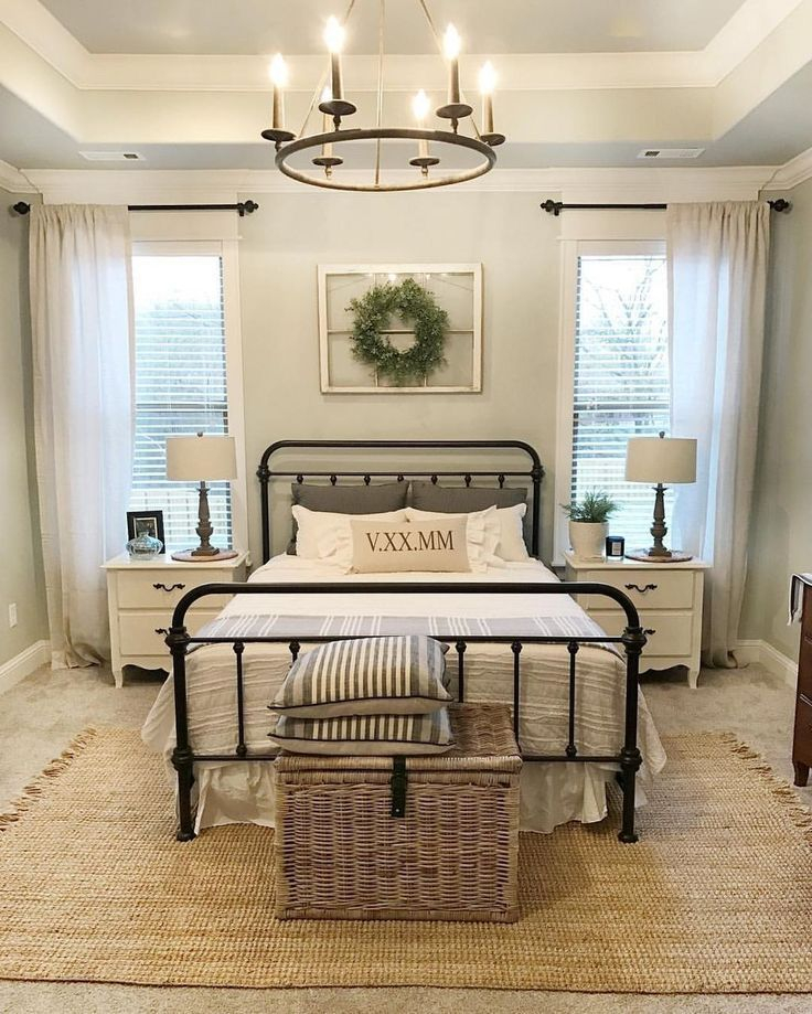 Classic and vintage farmhouse bedroom ideas 29
