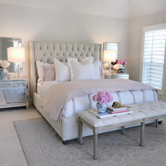 Classic and vintage farmhouse bedroom ideas 45