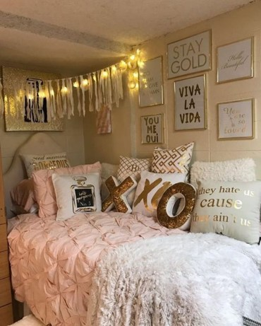 Awesome string light ideas for bedroom 09
