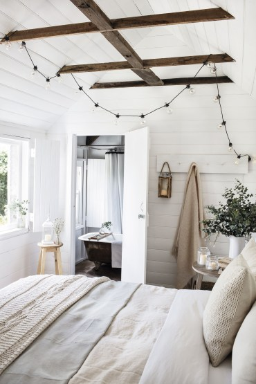 Awesome string light ideas for bedroom 22