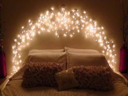 Awesome string light ideas for bedroom 28