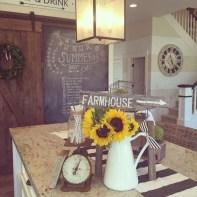 Beautiful farmhouse decor ideas for summer 27