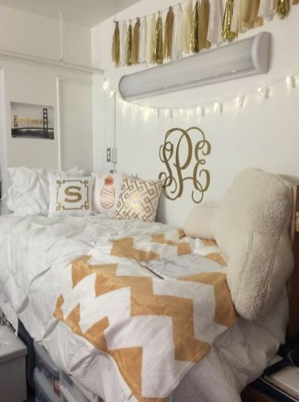Creative dorm decoration ideas for your bedroom 18