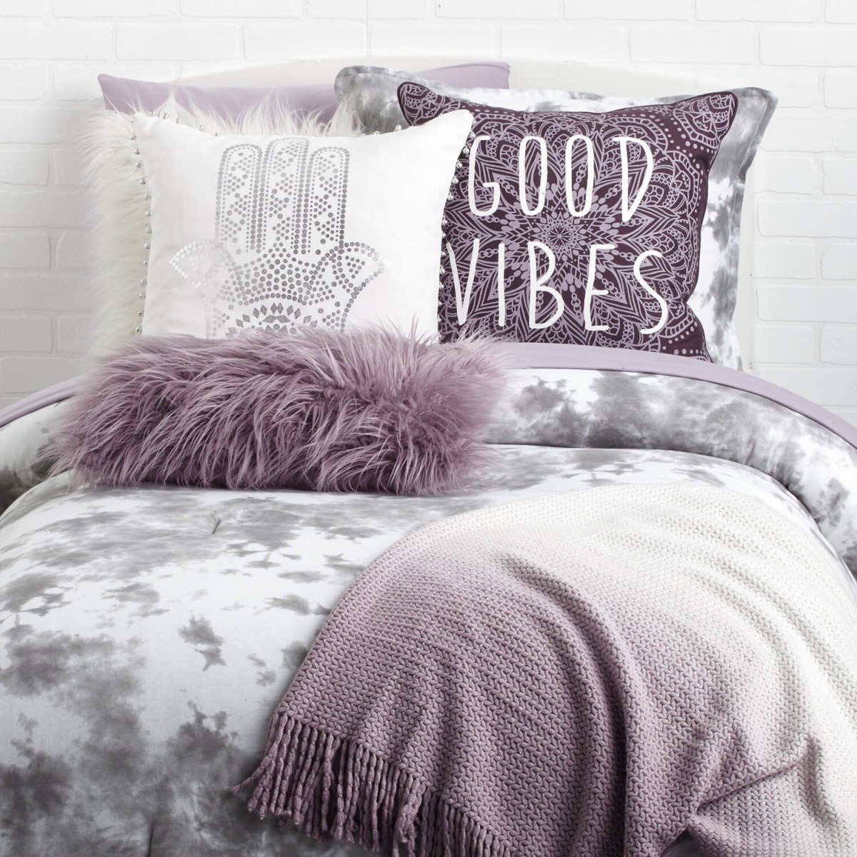Creative dorm decoration ideas for your bedroom 31