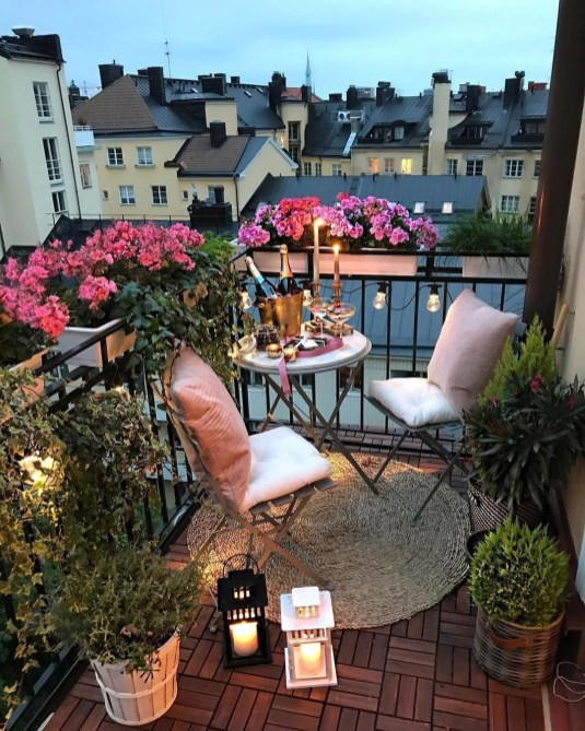 Creative small balcony design ideas for spring 30