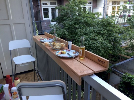 Creative small balcony design ideas for spring 59