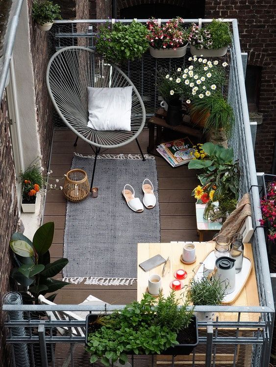 Creative small balcony design ideas for spring 61