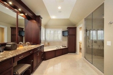 Luxury traditional bathroom design ideas for your classy room 41