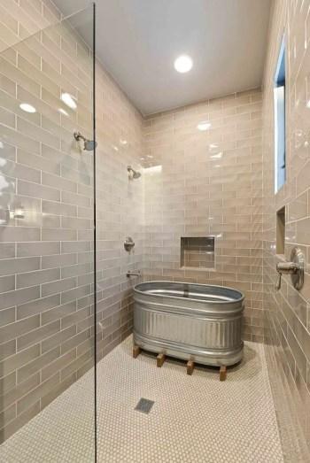 Rustic farmhouse bathroom ideas with shower 43