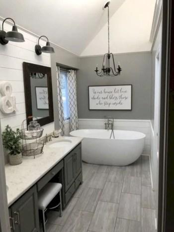 Rustic farmhouse bathroom ideas with shower 44