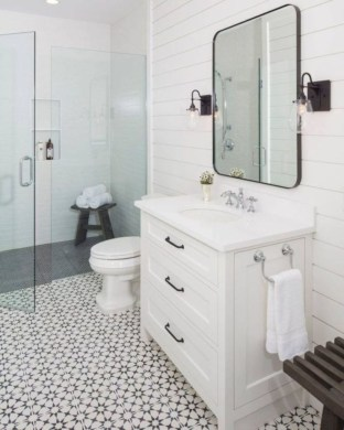 Rustic farmhouse bathroom ideas with shower 46