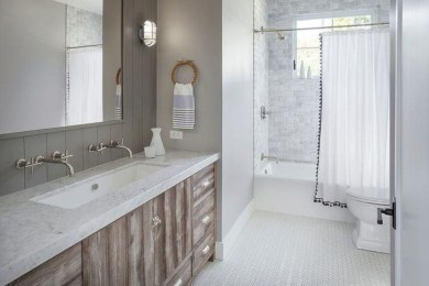 Rustic farmhouse bathroom ideas with shower 63
