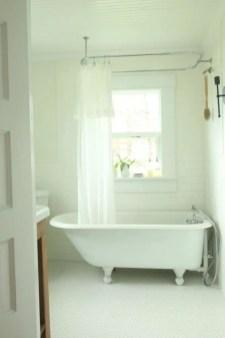 Rustic farmhouse bathroom ideas with shower 83