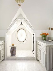 Unique attic bathroom design ideas for your private haven 03