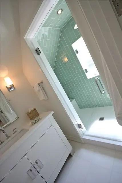 Unique attic bathroom design ideas for your private haven 17