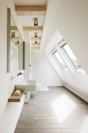 Unique attic bathroom design ideas for your private haven 31