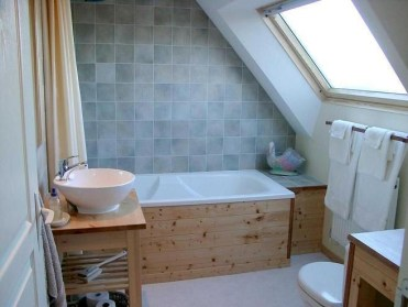 Unique attic bathroom design ideas for your private haven 40