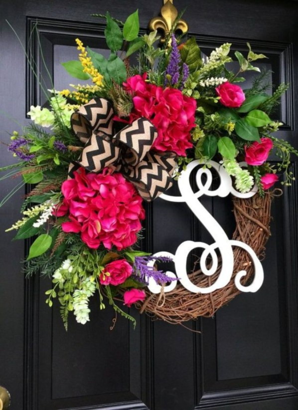 Beautiful decor ideas to hang on your door that aren't wreaths 18