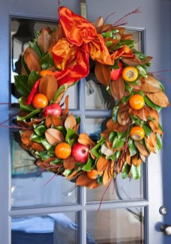 Beautiful decor ideas to hang on your door that aren't wreaths 39