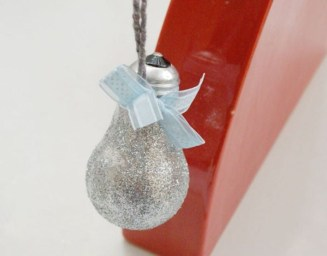 Bright ideas to recycle old light blubs 25