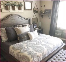 Cozy farmhouse master bedroom decorating ideas 11