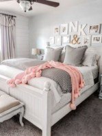 Cozy farmhouse master bedroom decorating ideas 21