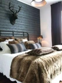 Cozy farmhouse master bedroom decorating ideas 23