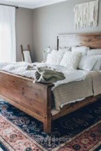 Cozy farmhouse master bedroom decorating ideas 31