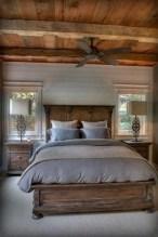 Cozy farmhouse master bedroom decorating ideas 33
