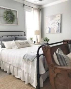 Cozy farmhouse master bedroom decorating ideas 37
