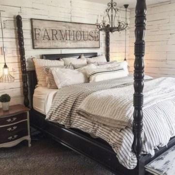 Cozy farmhouse master bedroom decorating ideas 43