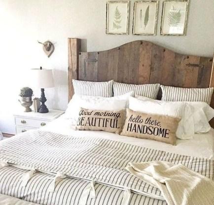 Cozy farmhouse master bedroom decorating ideas 51